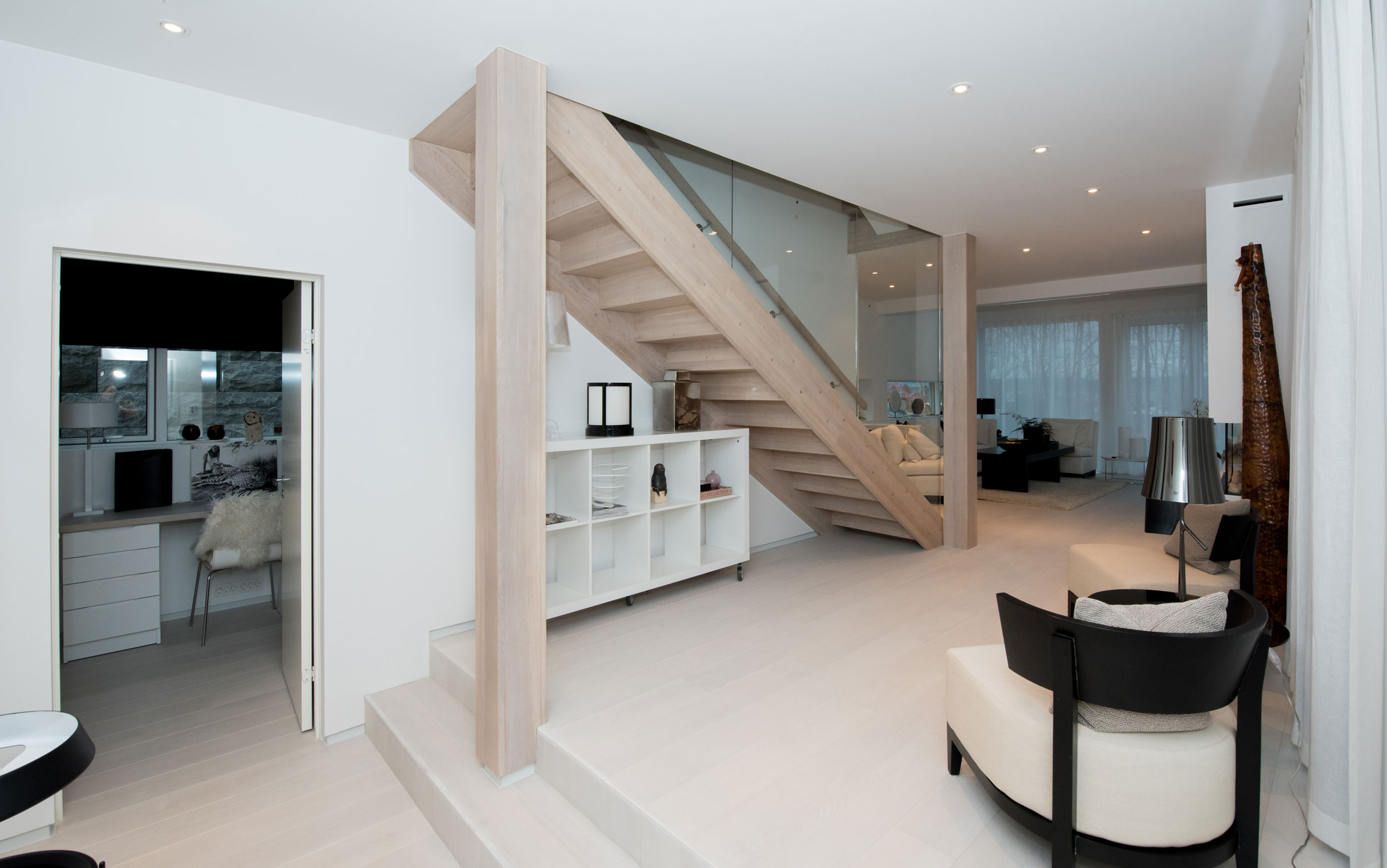 Modern and classic wooden stairs. Delivery and installation - HUS ...