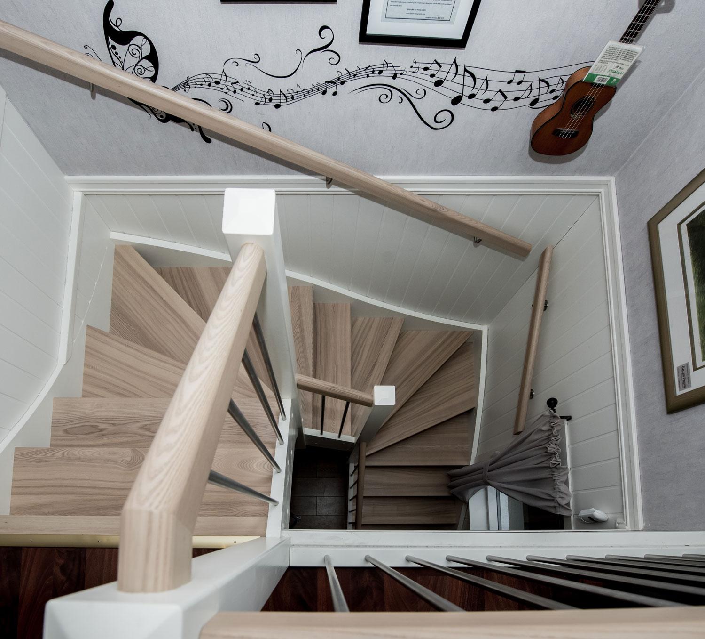 Moderne og klassiske tretrapper. levering og montering   hus ideer